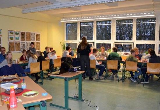 Schülerzeitung AG - Weihnachtsfeier Schülerrat_Mission Weihnachtssack IX [6.12.2017] (2)