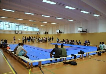► Die Siegerehrung mit einigen tatkräftigen HelferInnen vom CWG und den besten LäuferInnen fand am 27.6.2018 in der Sporthalle der Grund- und Gemeinschaftsschule Kastanienallee statt.