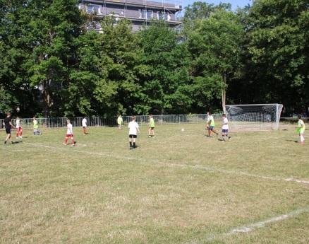 ► Beim Fußballturnier traten die Klassen 5-7 und 8-11 als Länder im K.O.-System gegeneinander an.