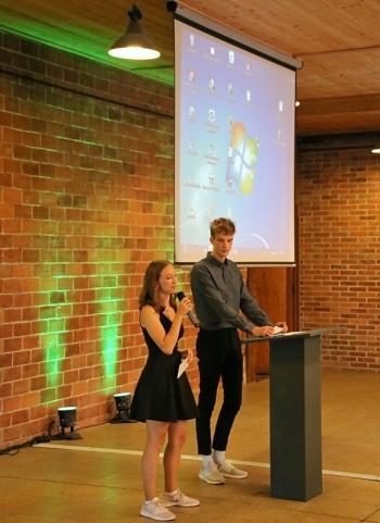 Lina Seyfert und Jamy Görlitz vom CWG übernahmen die Moderation
